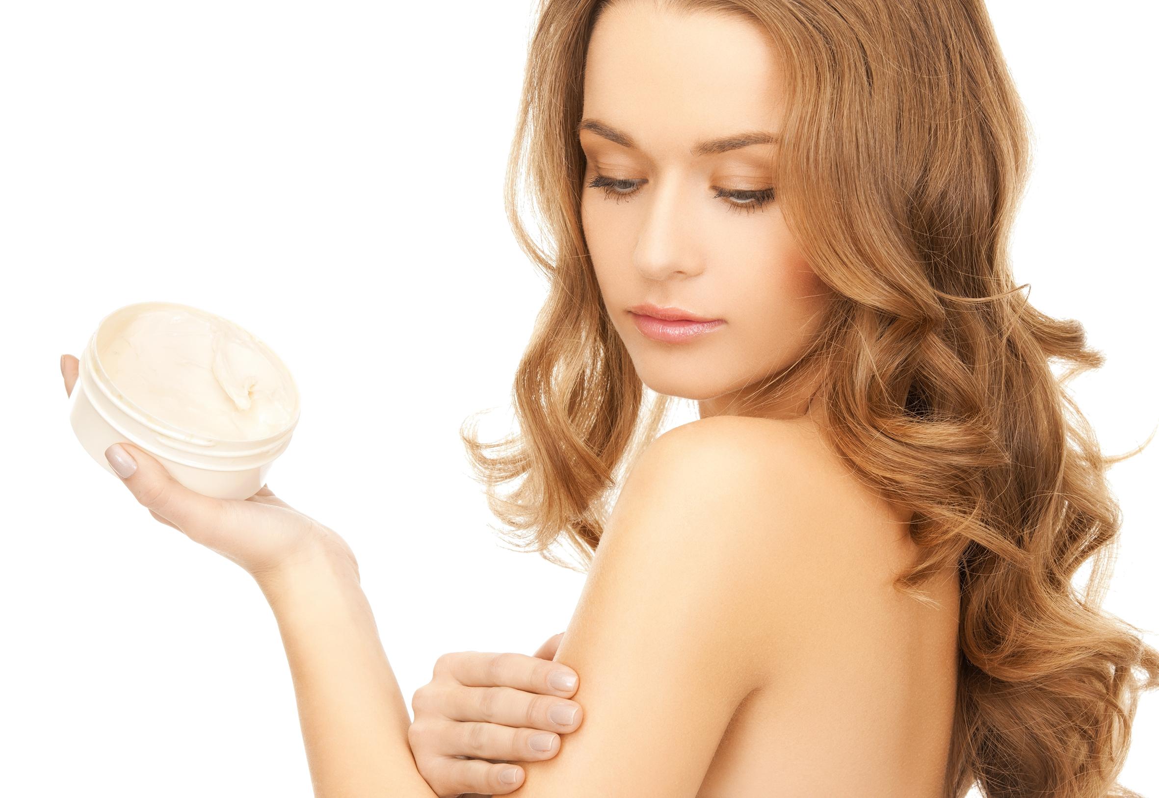 Os produtos de beleza não conseguem penetrar as camadas mais profundas da pele e mantêm a hidratação apenas na sua superfície.