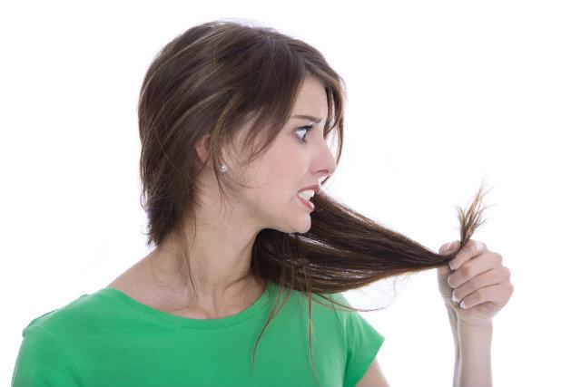 Em algumas ocasiões, o dano causado aos cabelos pelas pontas duplas é tanto, que a única saída é cortar o comprimento ou se submeter ao chatíssimo corte bordado. O Split Ender chegou para mudar essaa história.