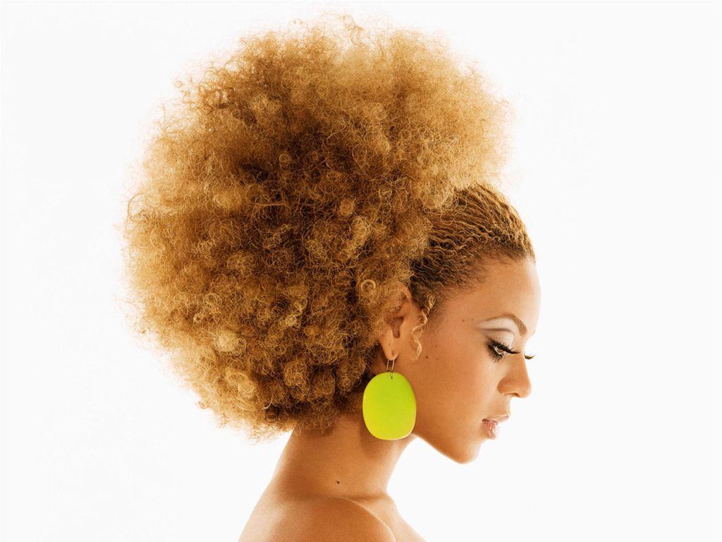 Se faltava um incentivo, aproveite! Os cabelos no estilo black power ganharam as ruas e indicam uma tendência nada passageira.