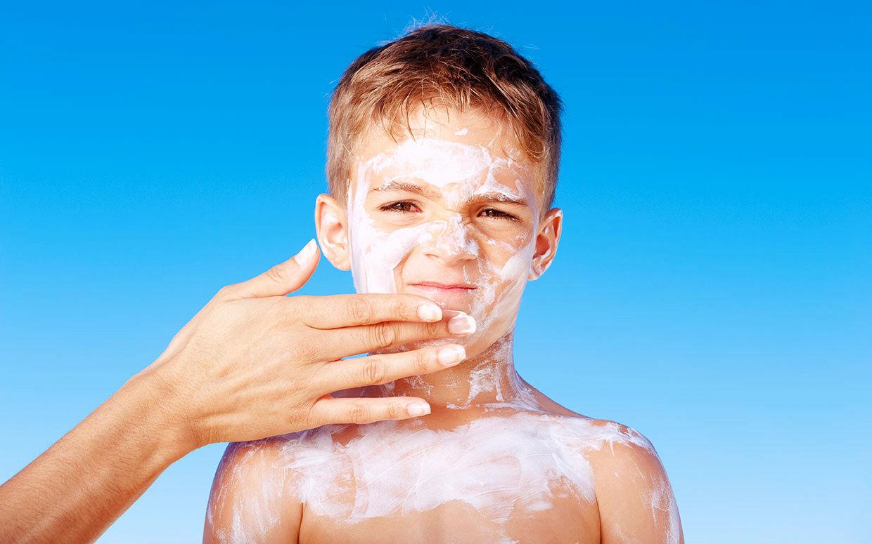 O bom senso indica: a substância mais próxima da superfície da pele será aquela com o máximo aproveitamento. Os pais devem avaliar os riscos e fazer a melhor opção.