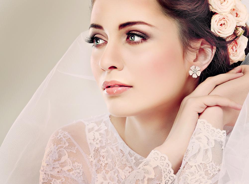 Tratamentos para a pele do rosto com resultados imediatos são os mais procurados por mulheres que optam por não usar maquiagem pesada. O melhor exemplo disso são as noivas.