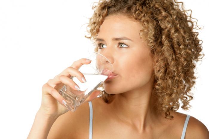 Durante estudos que comprovaram perda de peso com a ingestão de água antes das refeições, metade do grupo que bebeu mais água comeu cerca de 40 calorias a menos.