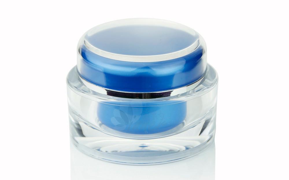 """Com uma potente combinação de ativos hidratantes e ação anti-idade, a mascara noturna da Biotec proporciona à pele hidratação """"dinâmica"""". Pele recuperada desde as camadas mais profundas."""