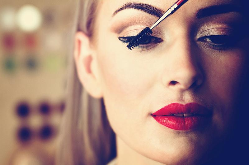 Conquistar a maquiagem perfeita vai além da escolha dos produtos. O segredo é preparar a pele. (Shutterstock)
