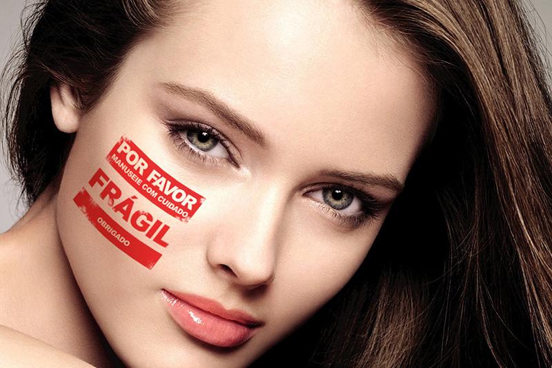 Segundo a Sociedade Brasileira de Dermatologia, o protocolo de tratamento da acne começa com o diagnóstico das causas e a prescrição de retinoides orais e tópicos feitos por um dermatologista. (shutterstock)