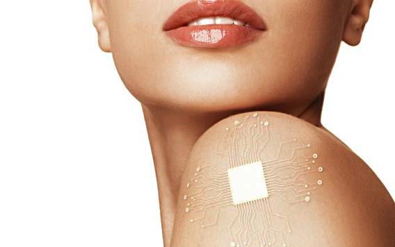 Dispositivo implantado no corpo feminino permite a modulação hormonal contribuindo para a saúde e a beleza da mulher. (imagem shutterstock)