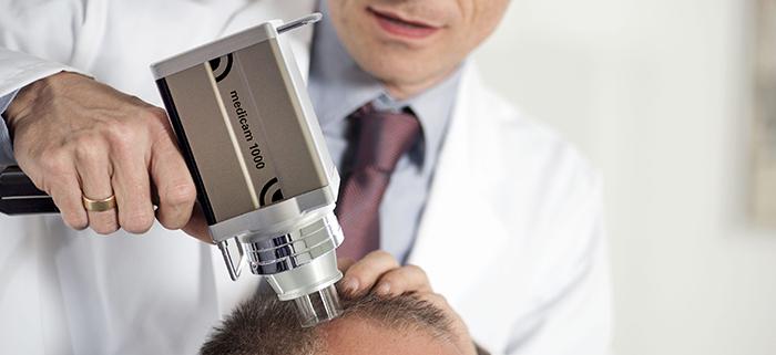 Com o Fotofinder, o mapeamento corporal para o monitoramento de pintas, sinais e lesões ganha um reforço que pode ser decisivo no diagnóstico precoce do câncer de pele.  Com o Fotofinder, o mapeamento corporal para o monitoramento de pintas, sinais e lesões ganha um reforço que pode ser decisivo no diagnóstico precoce do câncer de pele.