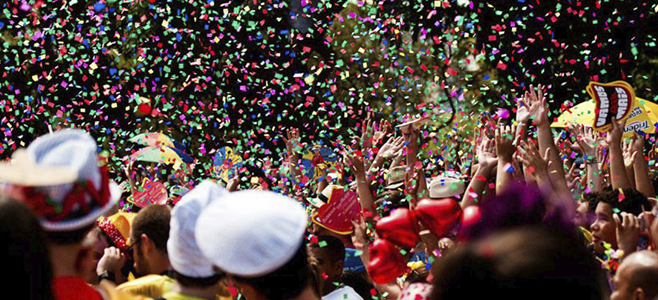 Aproveite as dicas para curtir a festa sem danificar a pele. Imagem: Shutterstock