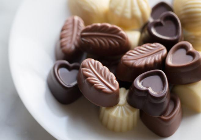 É bom ter em mente que quanto mais puro o chocolate, mais saudável para o organismo ele é. O açúcar presente em demasia na formula é o grande vilão para a pele acneica.