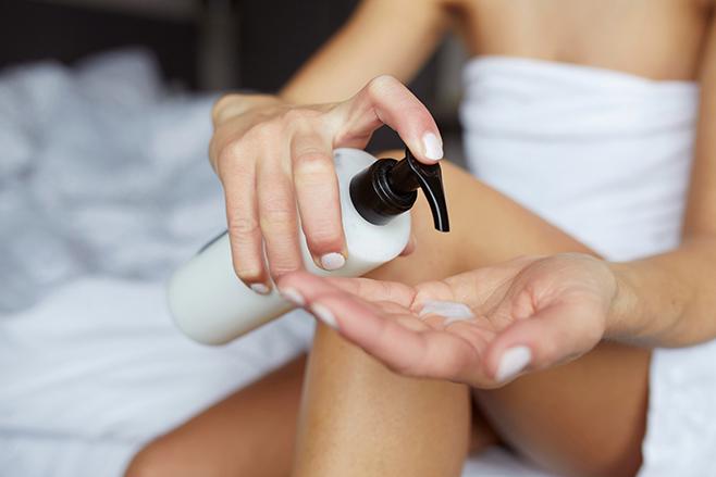 Falta de hidratação e doenças de pele são as principais causas de coceira após o banho. Imagem Shutterstock