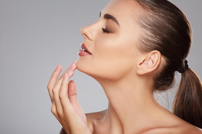 Quando é a hora de trocar o consultório de dermatologia pelo de cirurgia plástica? Imagem Shutterstock